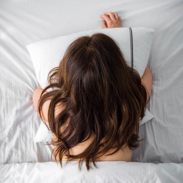 beauty-benefits-silk-bed-sheets